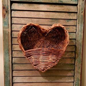 💗 Heart Wall Basket